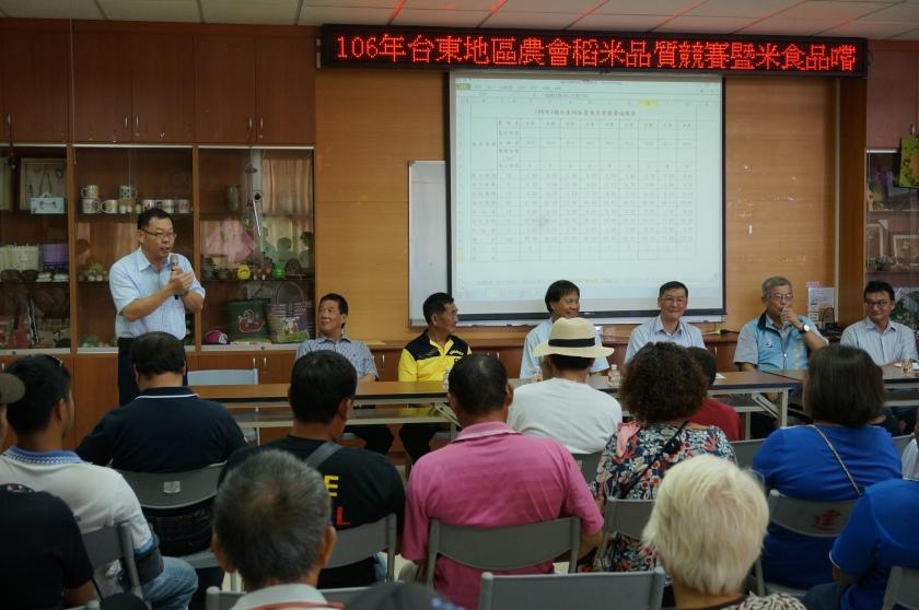 臺東場陳副場長昱初嘉勉並期許農友為臺東地區的稻米爭取好成績。